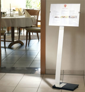 Durable Bodenaufsteller aus Alu mit 'Crystal Sign' Schild in Querformat